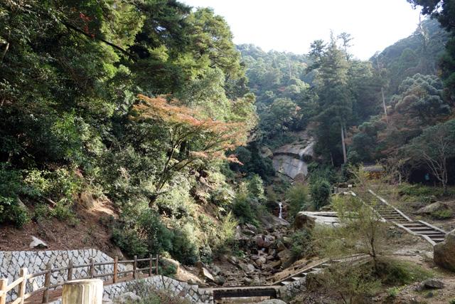 高倉天皇御幸石と白糸の滝