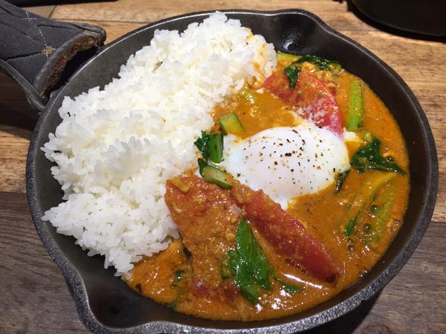 小松菜と半熟玉子の南インド風カレー