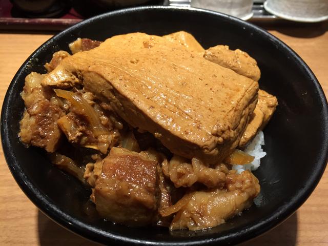 新橋 肉めし岡むら屋で「豆腐肉めし」