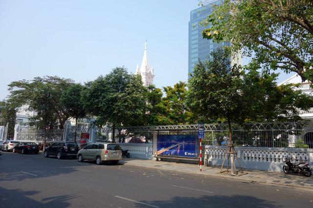 ダナン大聖堂前のバス停