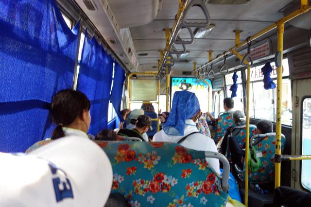 ダナンからホイアン循環バスの車内