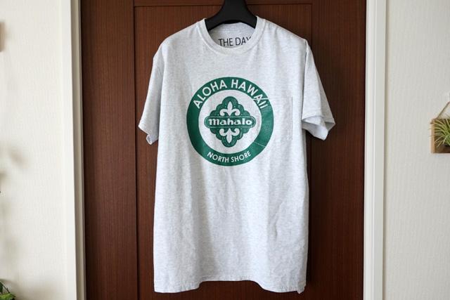 夏の一枚「THE DAY ALOHA HAWAII」ポケットTシャツ