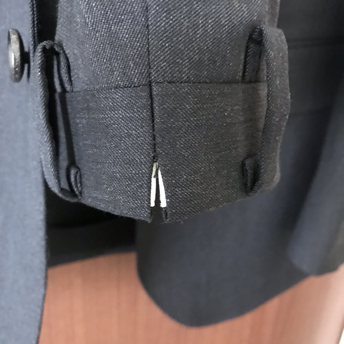 パンツの後ろスリット