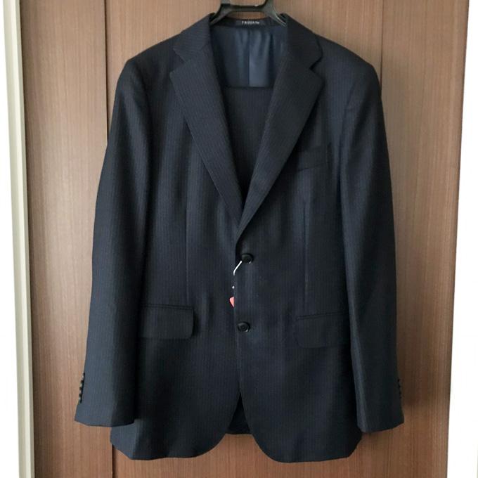 生地はヴィターレ・バルベリス・カノニコのスーツ