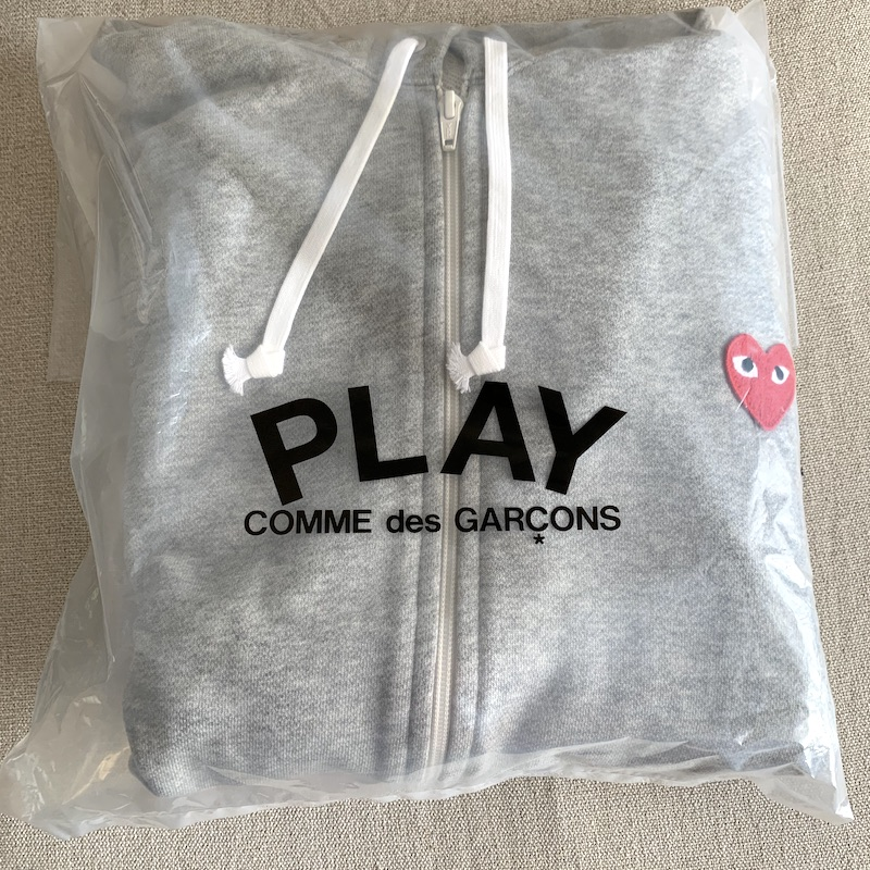GINZAでPLAY COMME des GARCONS(プレイコムデギャルソン)ハートロゴジップパーカー